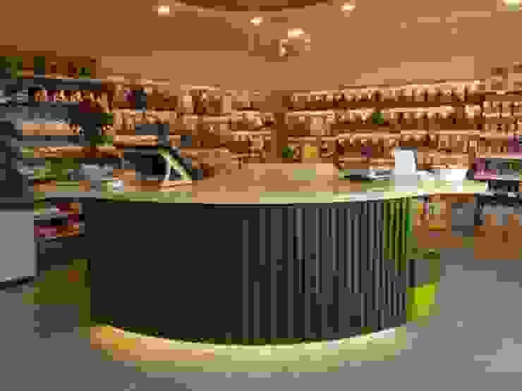 Interiordesign - Susane Schreiber-Beckmann gestaltet Räume. Oficinas y tiendas de estilo ecléctico Madera Verde