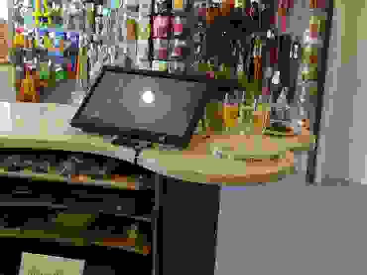 Tresen in ausgefallener Form Ausgefallene Geschäftsräume & Stores von Interiordesign - Susane Schreiber-Beckmann gestaltet Räume. Ausgefallen Holzwerkstoff Transparent