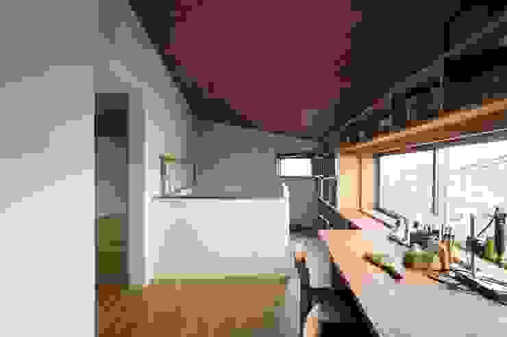 2階廊下・書斎 オリジナルデザインの 書斎 の 有限会社 アンドウ・アトリエ オリジナル
