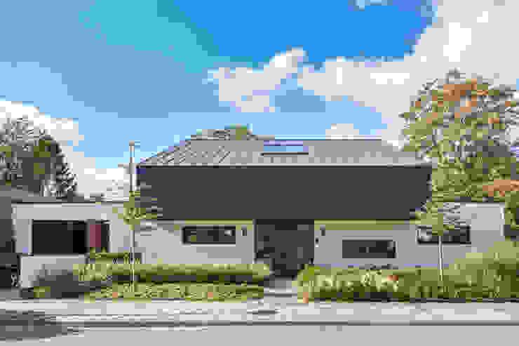 voorgevel Villa Wierden - schipperdouwesarchitectuur:  Huizen door schipperdouwesarchitectuur,