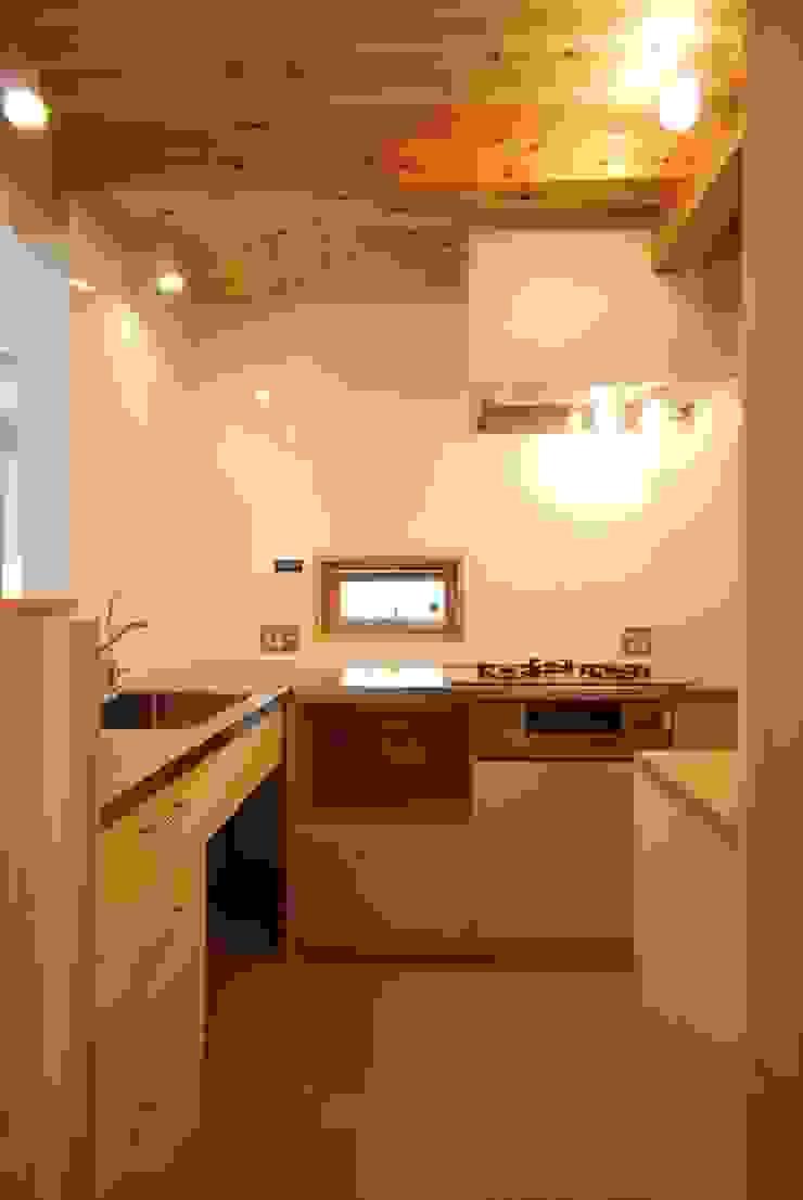 Minimalist kitchen by 神谷建築スタジオ Minimalist
