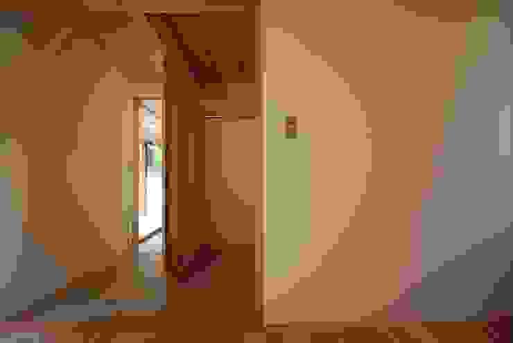 Minimalist bedroom by 神谷建築スタジオ Minimalist