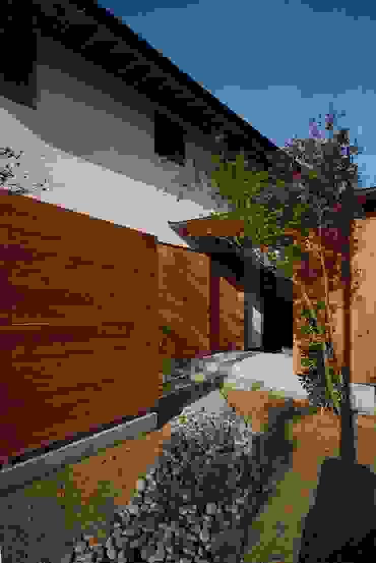 神谷建築スタジオ Casas de estilo ecléctico
