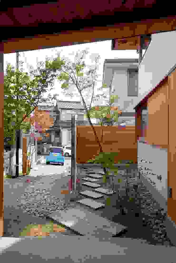 神谷建築スタジオ Jardines de estilo ecléctico