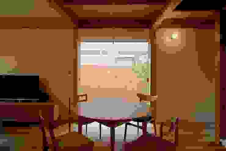 神谷建築スタジオ Comedores de estilo ecléctico