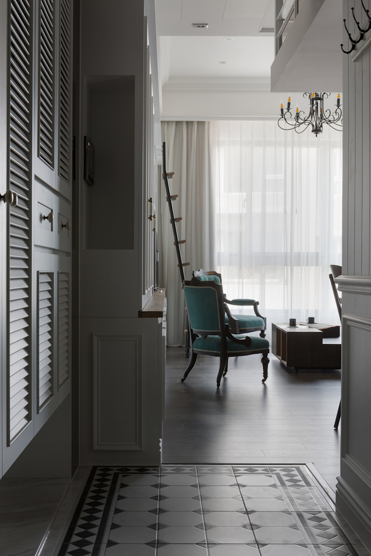 T.Julia's House 經典風格的走廊,走廊和樓梯 根據 THE ORIGIN 元典設計 古典風