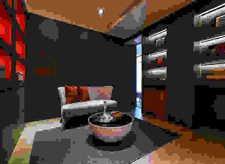 Modern style media rooms by 皇室空間室內設計 Modern