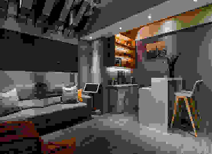 Salas multimedia de estilo  por 皇室空間室內設計