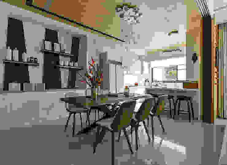 光度與空間 現代廚房設計點子、靈感&圖片 根據 皇室空間室內設計 現代風