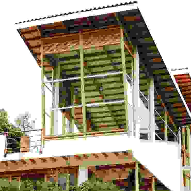 Fachada posterior Zuarq. Arquitectos SAS Casas modernas Bambú Blanco