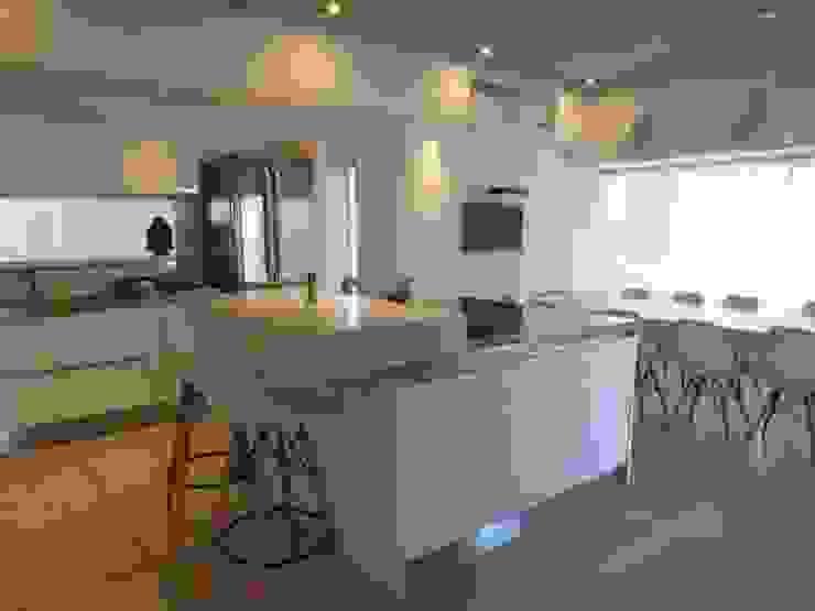 Casa LR4546: Cocinas de estilo  por MARIA NIGRO ARQUITECTA,Minimalista