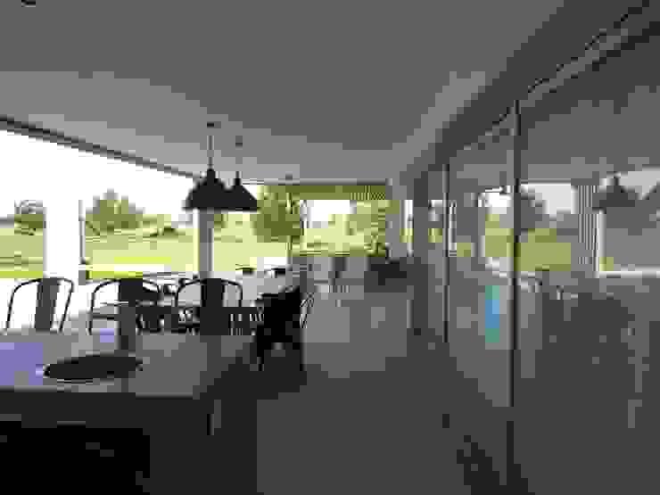 Casa LR4546: Terrazas de estilo  por MARIA NIGRO ARQUITECTA,Minimalista
