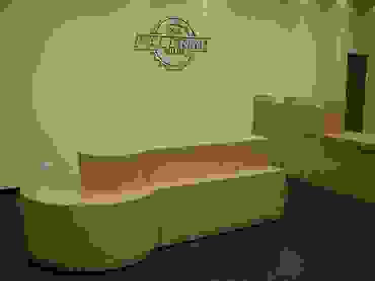 Diseño y realización de Comercios / Muebles a medida Oficinas y comercios de estilo minimalista de Sml Design Minimalista