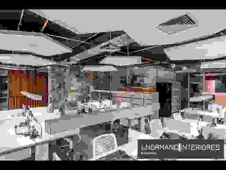 Área de Staff integrada estilo Co-working Lnormand Interiores Lojas & Imóveis comerciais industriais Multi colorido