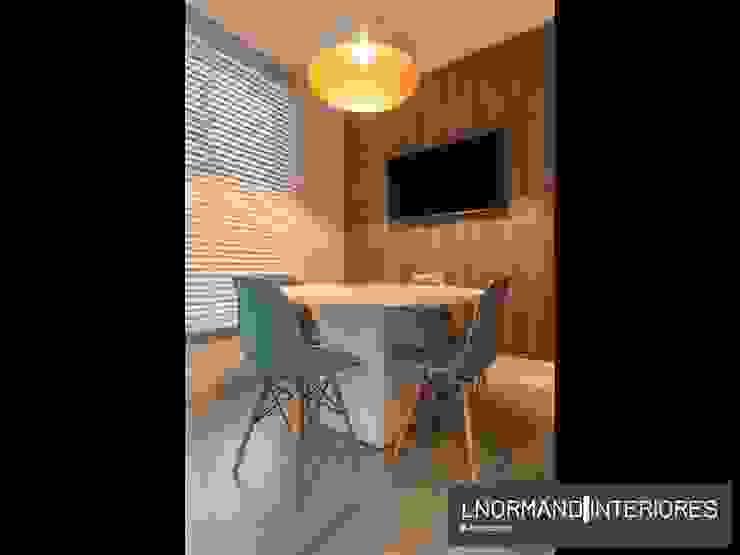 Sala de Reunião com pendente e painéis de mdf Lnormand Interiores Lojas & Imóveis comerciais industriais