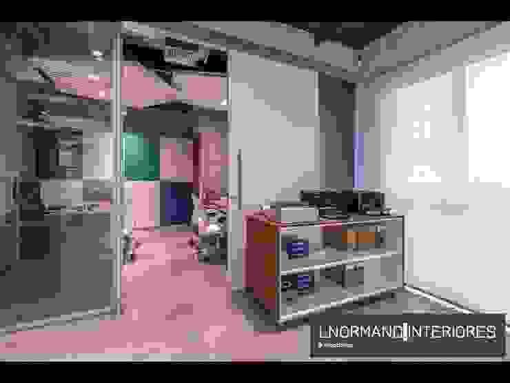 Sala dos Sócios com divisória em vidro com persianas embutidas Lnormand Interiores Lojas & Imóveis comerciais industriais