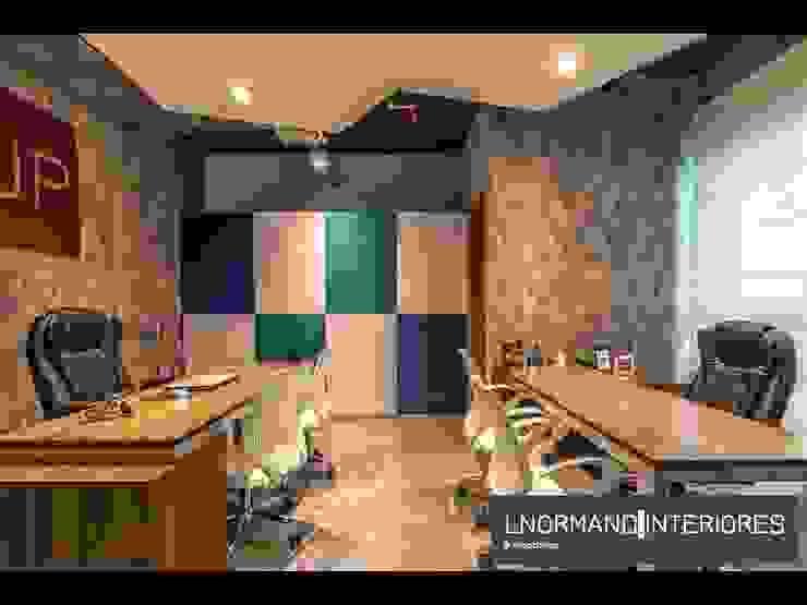 Sala dos Sócios com tecido de parede e armário com portas em couro colorido Lnormand Interiores Lojas & Imóveis comerciais industriais Azul