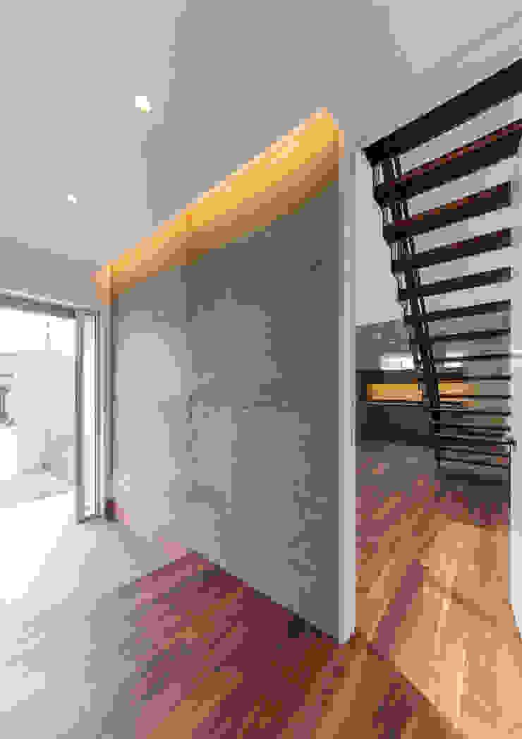 Moderner Flur, Diele & Treppenhaus von 中村建築研究室 エヌラボ(n-lab) Modern Beton