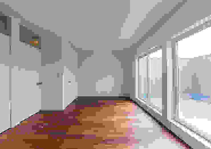 Moderne Kinderzimmer von 中村建築研究室 エヌラボ(n-lab) Modern Holz Holznachbildung