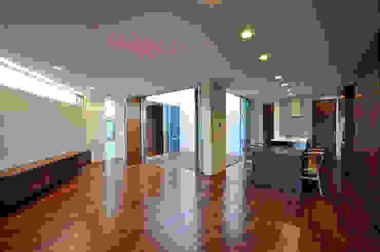 YSM-HOUSE: 門一級建築士事務所が手掛けたリビングです。,モダン 木 木目調