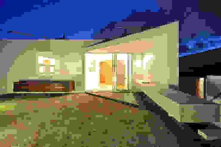 YSM-HOUSE: 門一級建築士事務所が手掛けた庭です。,モダン 木 木目調