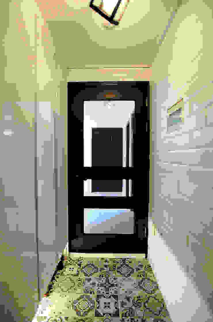 현과 모던스타일 복도, 현관 & 계단 by inark [인아크 건축 설계 디자인] 모던 타일