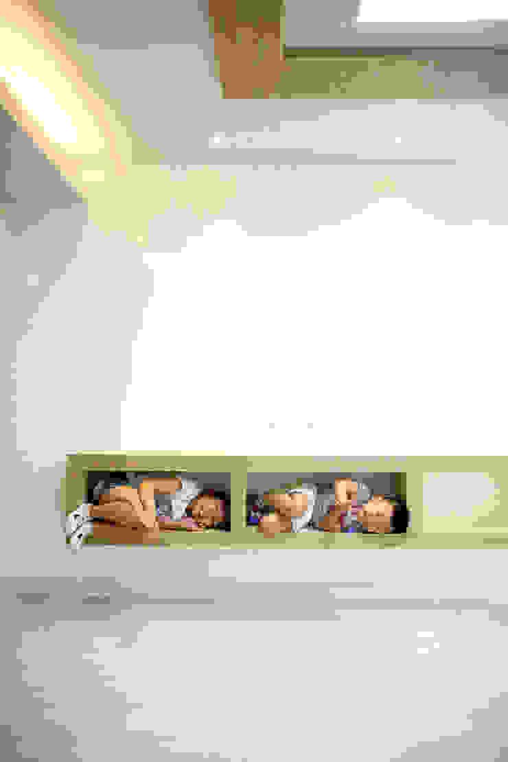 거실장 모던스타일 거실 by inark [인아크 건축 설계 디자인] 모던 우드 + 플라스틱