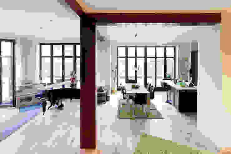 Столовая комната в классическом стиле от Müllers Büro Классический