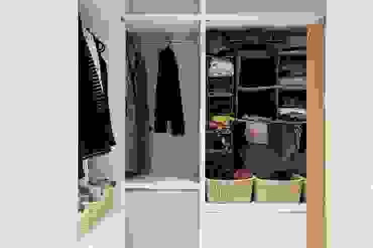 Closets de estilo  por 微自然室內裝修設計有限公司