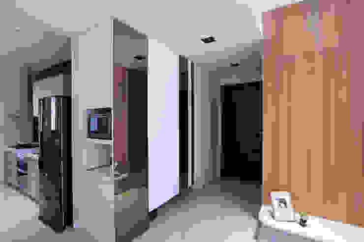 有溫度的木意居家生活 現代風玄關、走廊與階梯 根據 微自然室內裝修設計有限公司 現代風