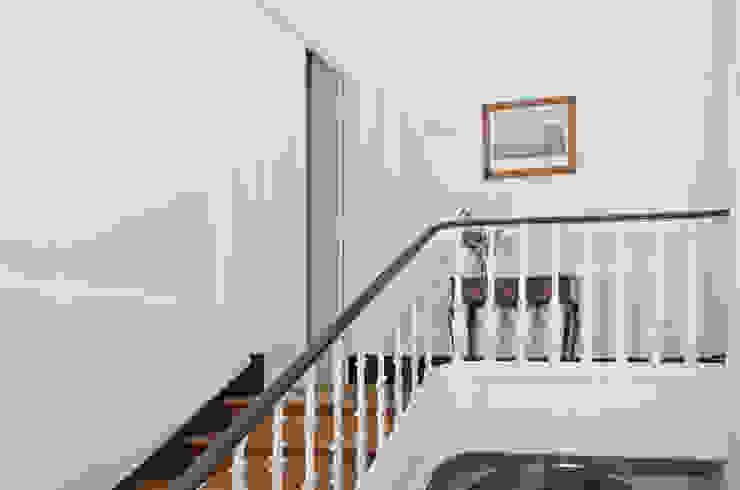 Lisbon Apartment - T7+2 Mediterranean corridor, hallway & stairs by homify Mediterranean