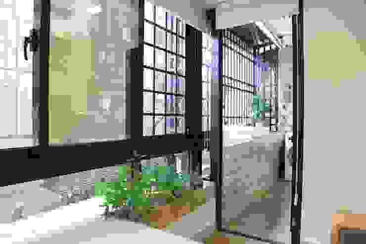 Terrace by 微自然室內裝修設計有限公司, Modern