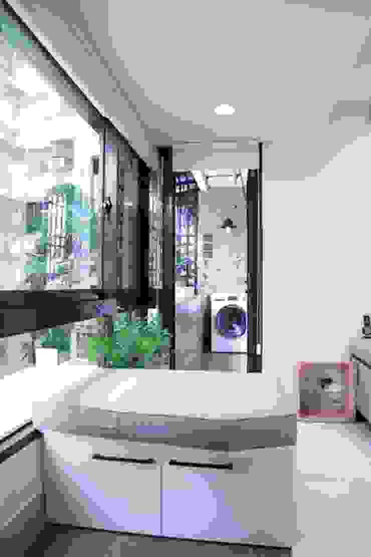 日光森活‧三十年老屋新生命 現代風玄關、走廊與階梯 根據 微自然室內裝修設計有限公司 現代風