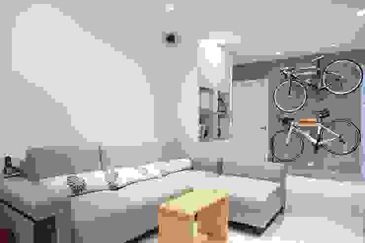 日光森活‧三十年老屋新生命 现代客厅設計點子、靈感 & 圖片 根據 微自然室內裝修設計有限公司 現代風