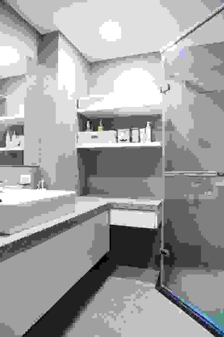 日光森活‧三十年老屋新生命 現代浴室設計點子、靈感&圖片 根據 微自然室內裝修設計有限公司 現代風
