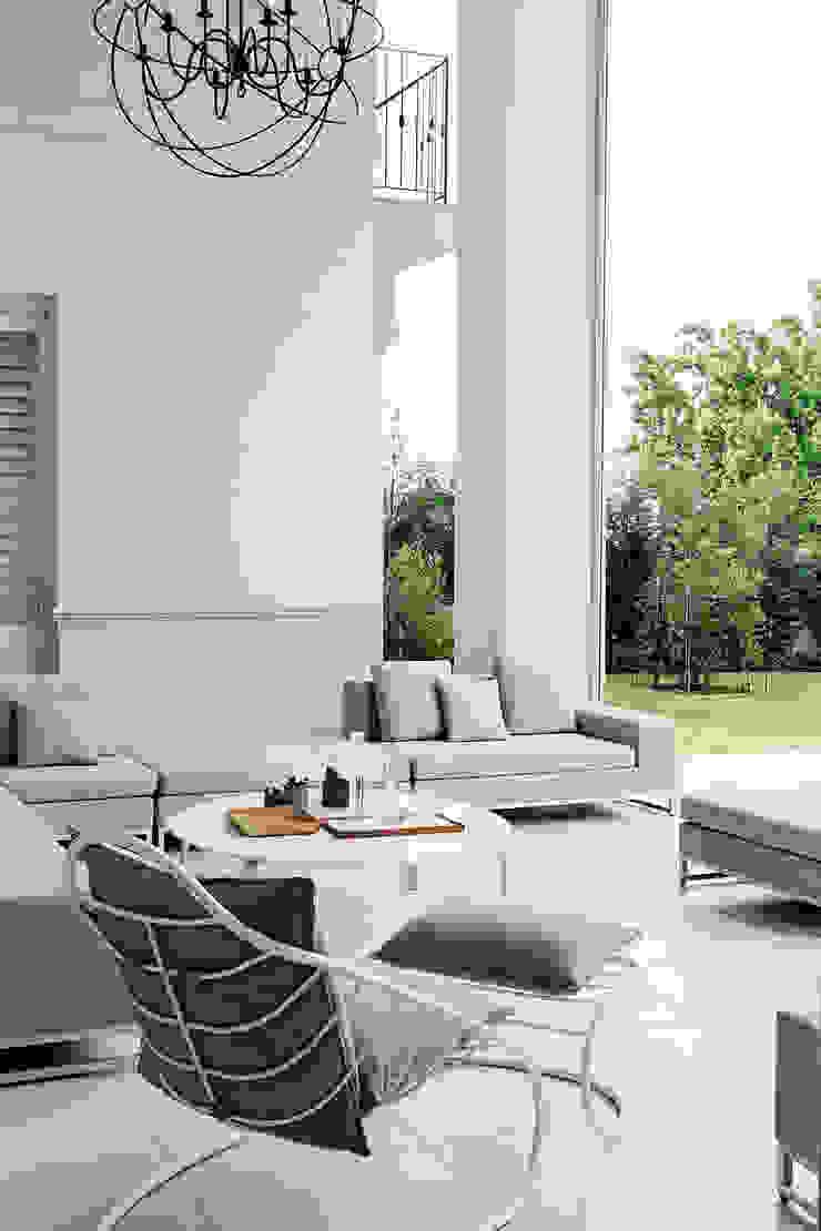 Generation Balkon, Beranda & Teras Klasik White