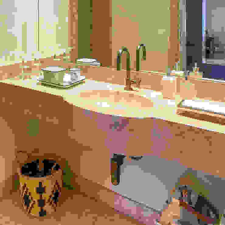 Lavabo Banheiros clássicos por Lnormand Interiores Clássico Mármore