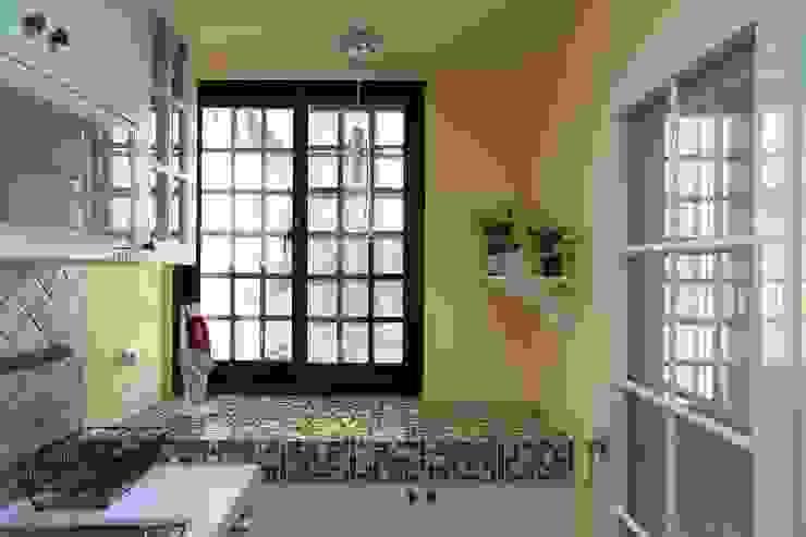 彩色繽紛居 Country style kitchen by 微自然室內裝修設計有限公司 Country