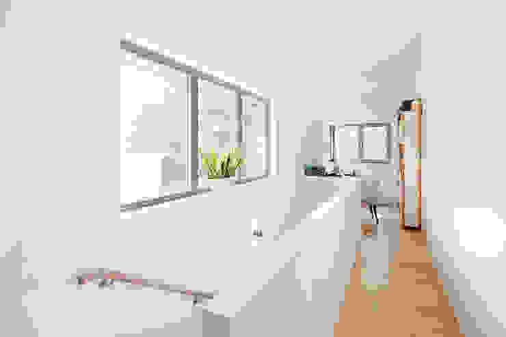 Haus Wannsee Klassischer Flur, Diele & Treppenhaus von Müllers Büro Klassisch
