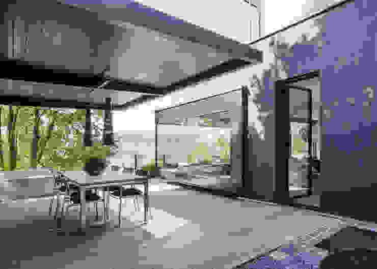 Balkon, Beranda & Teras Modern Oleh meier architekten zürich Modern Kayu Wood effect