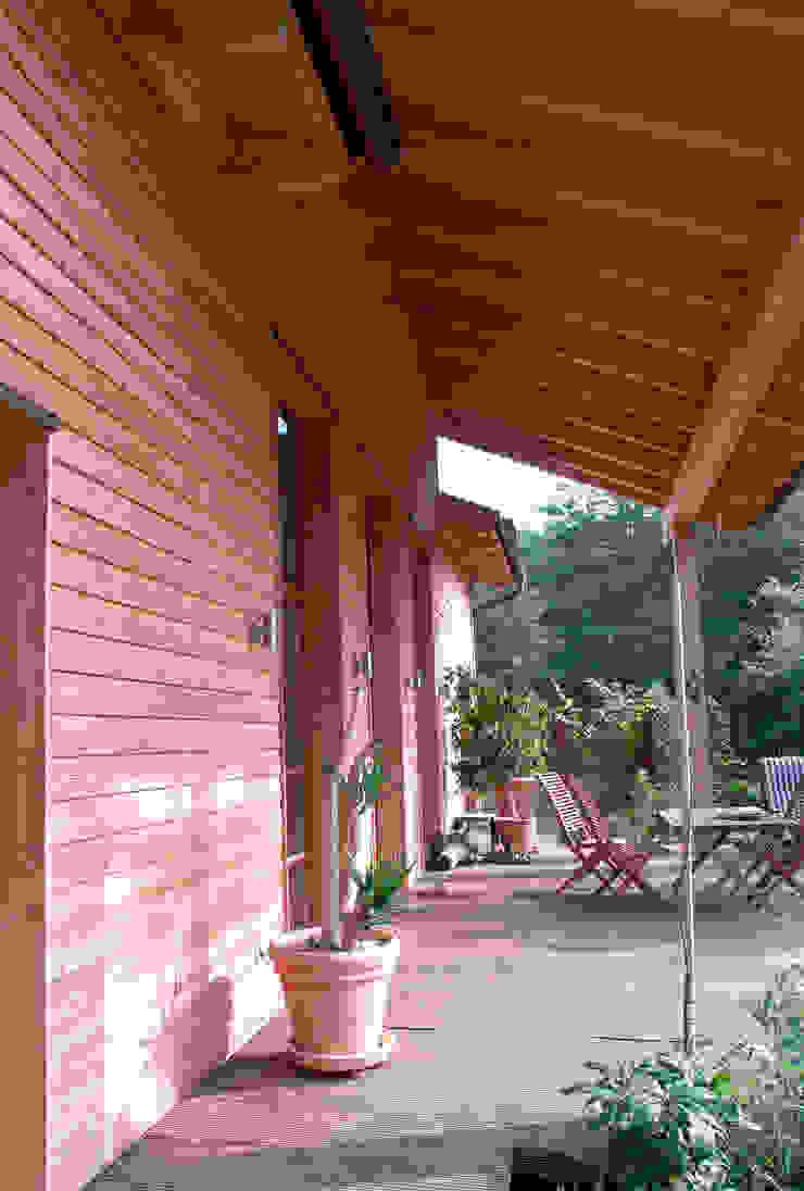 Haus Senzig II Klassischer Balkon, Veranda & Terrasse von Müllers Büro Klassisch