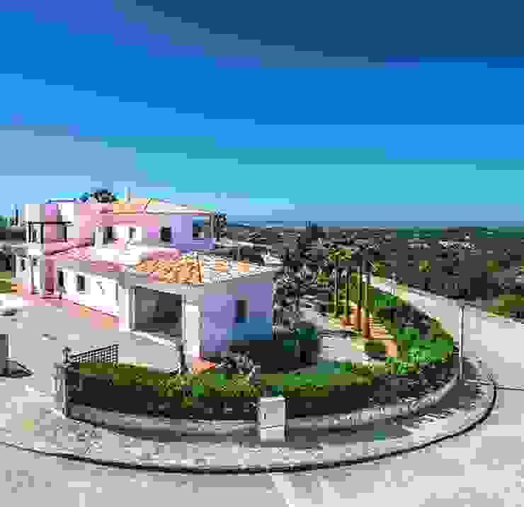 Lux Villa por WOW Smart Living Mediterrânico