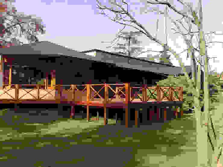 VIER ABINET S.A. Pisos & Decks Jardin moderne Bois massif Effet bois