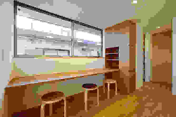 浜松市 三方原町の家: 株式会社kotoriが手掛けた書斎です。,モダン