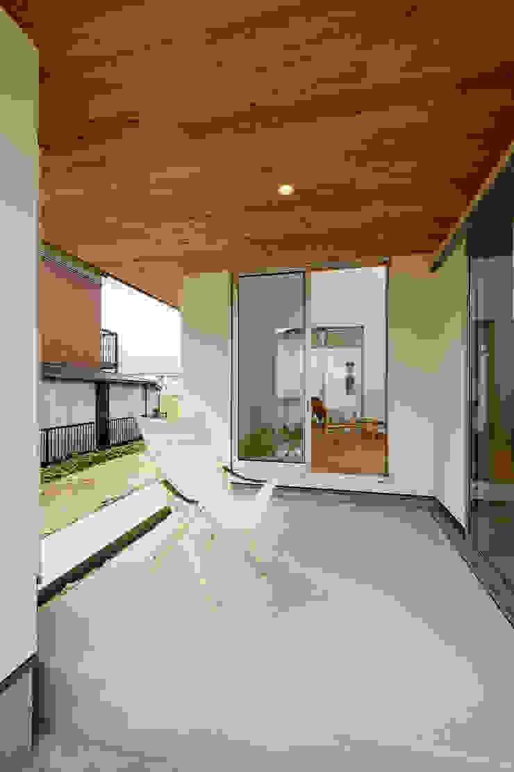 株式会社kotori Modern style balcony, porch & terrace
