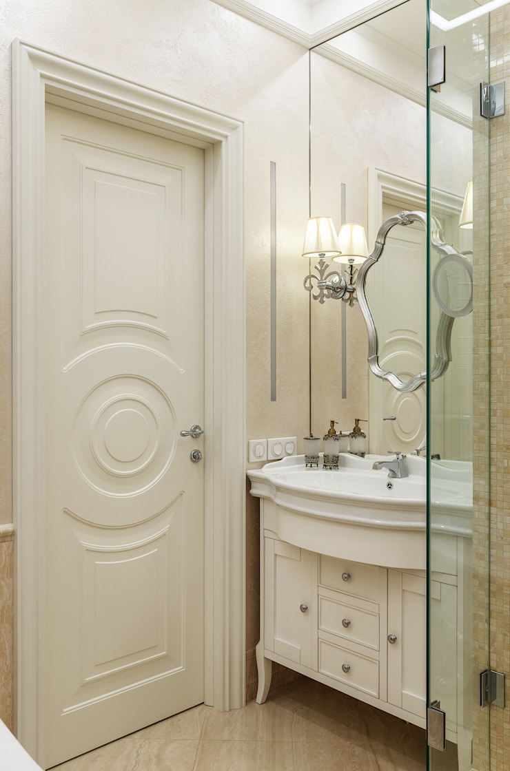 apartment in the center of Moscow Classic style bathroom by Rubleva Design Classic