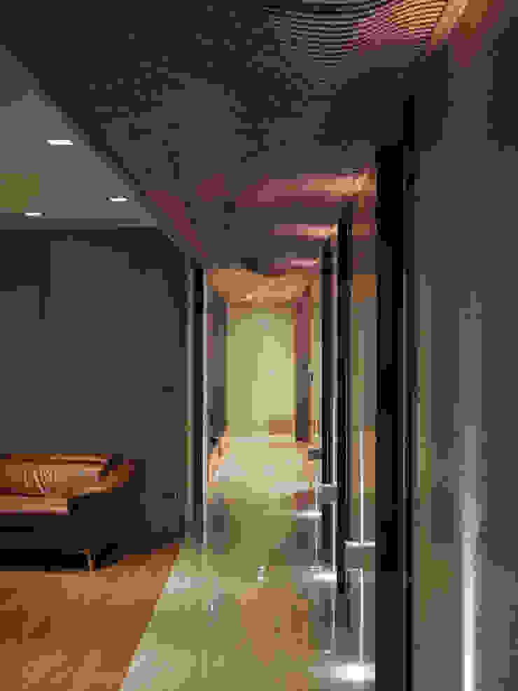 The Flow 現代風玄關、走廊與階梯 根據 形構設計 Morpho-Design 現代風