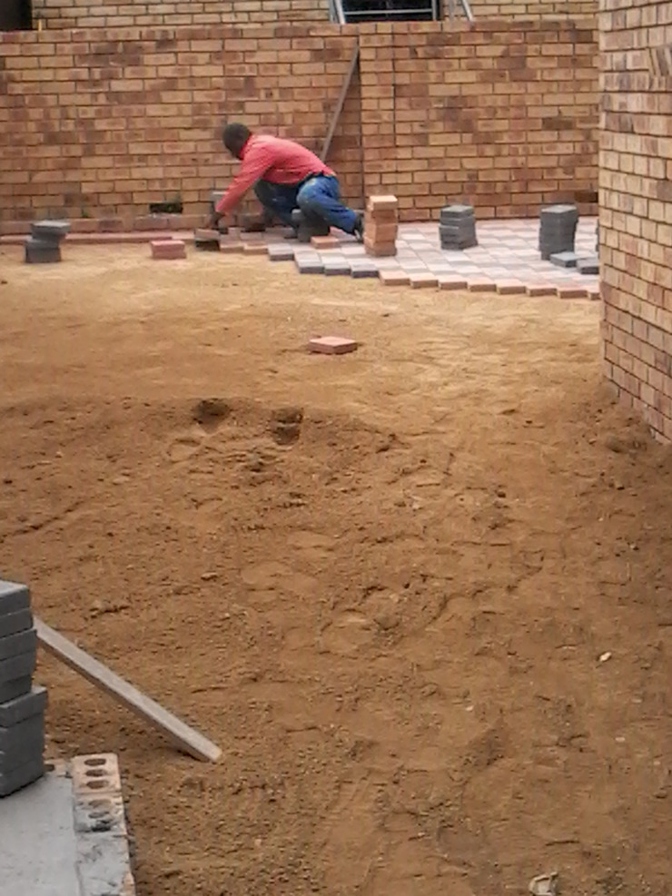 Bricklaying on empty section Industrial style houses by Nozipho Construction Industrial