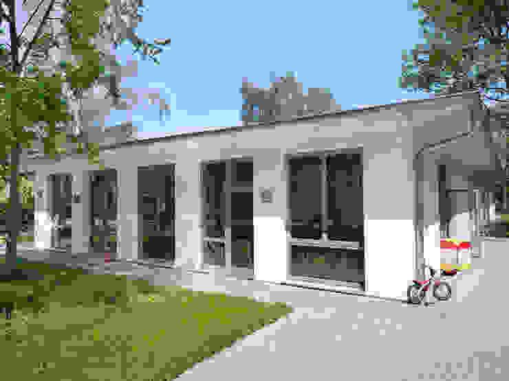 Kommunale Modellbauweise Klassische Häuser von Müllers Büro Klassisch