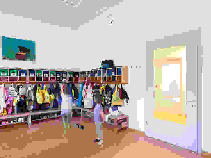 Kommunale Modellbauweise Klassische Ankleidezimmer von Müllers Büro Klassisch